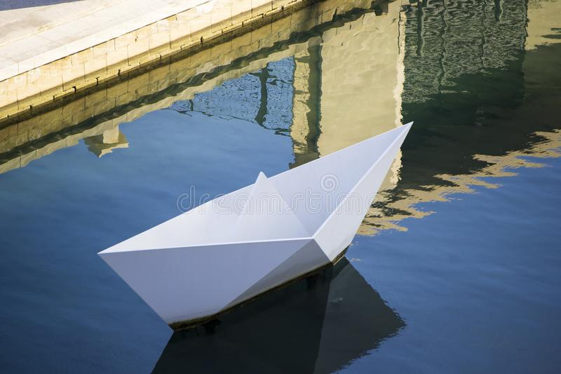 Pappers- fartygmonument Malta arkivbild
