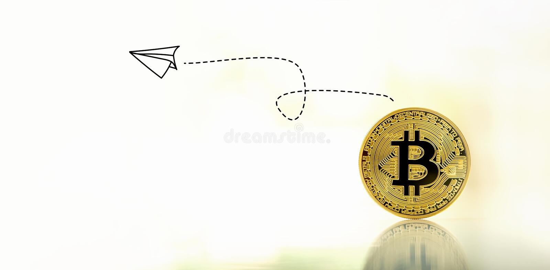 Pappers- flygplan med bitcoin arkivbilder