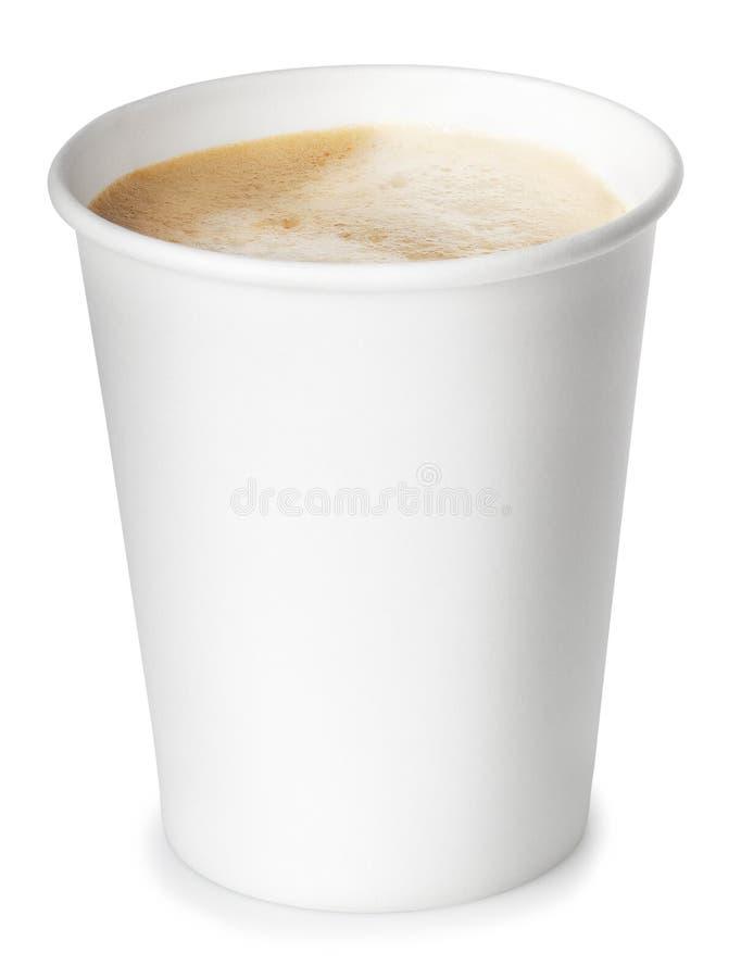 Pappers- kopp kaffe som isoleras på vit bakgrund med att fästa ihop p arkivfoto