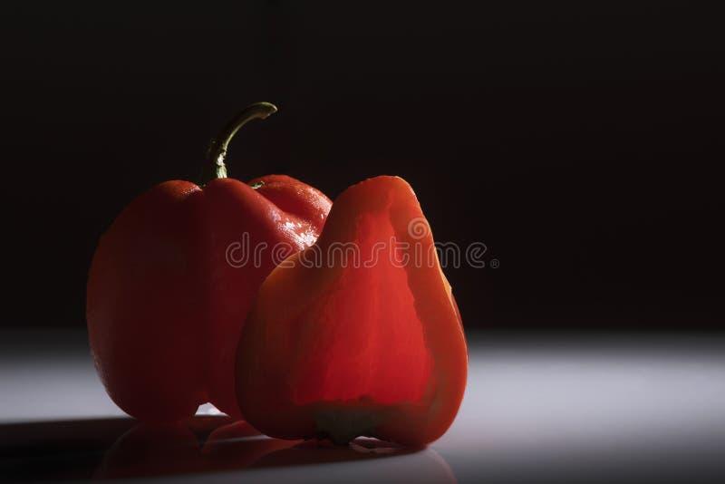 Paprika de couleur rouge avec le fond de smokey photo stock