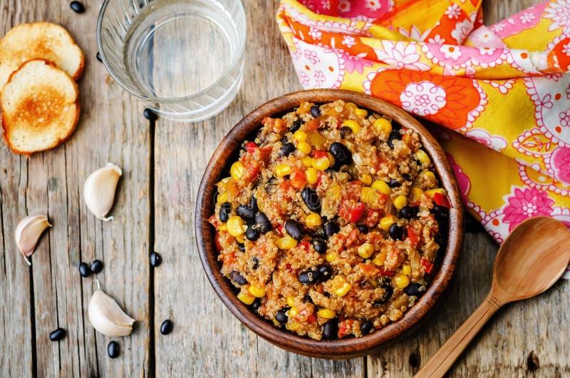 Paprika der schwarzen Bohnen, der Quinoa und des Mais lizenzfreie stockbilder