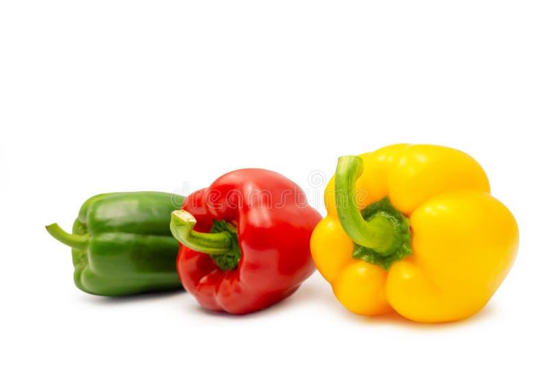 Paprika doux vert et jaune rouge sur le fond blanc Chemin de coupure photographie stock