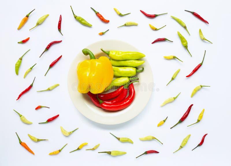 Paprika et poivrons de piment d'isolement sur le blanc photos stock