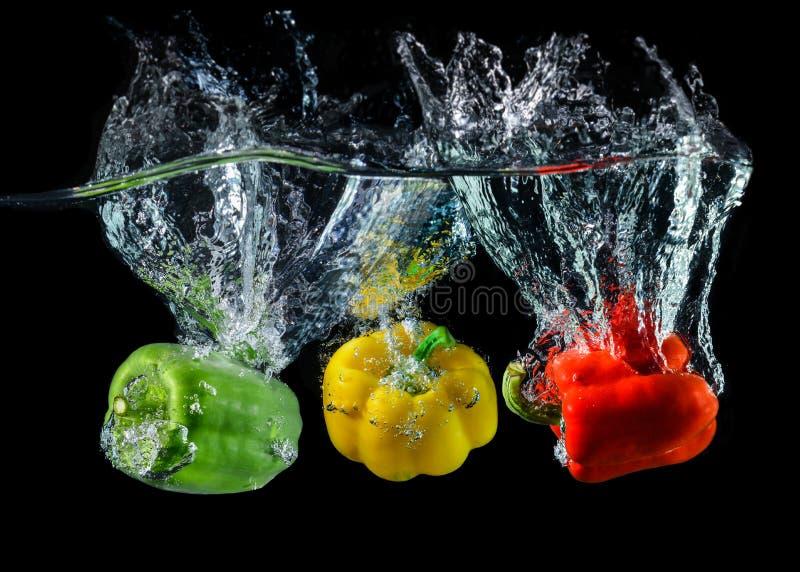 Paprika o paprika droping del agua imágenes de archivo libres de regalías