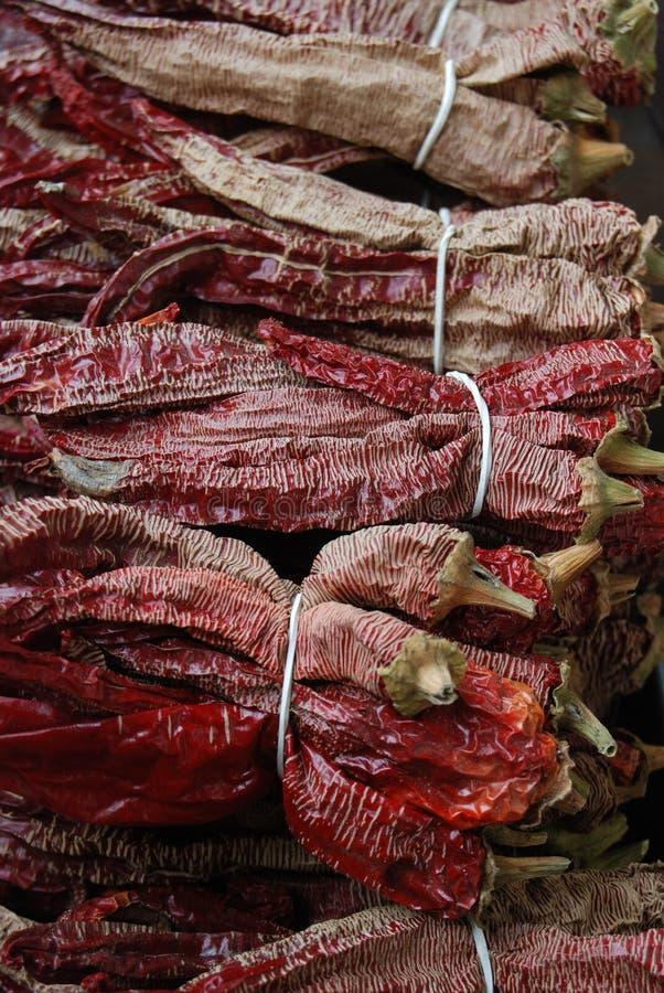 paprika seca vermelha pronta para a venda em um mercado imagem de stock royalty free