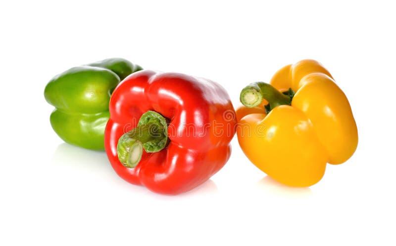Paprika vert, rouge, jaune frais de tige sur le backgrou blanc photographie stock