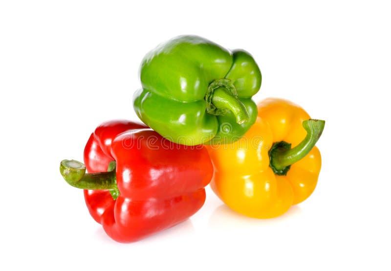 Paprika vert, rouge, jaune frais de tige sur le backgrou blanc photos stock