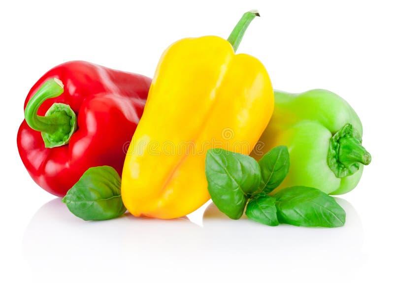 Paprikas rojos, amarillos y verdes con las hojas aisladas fotografía de archivo libre de regalías