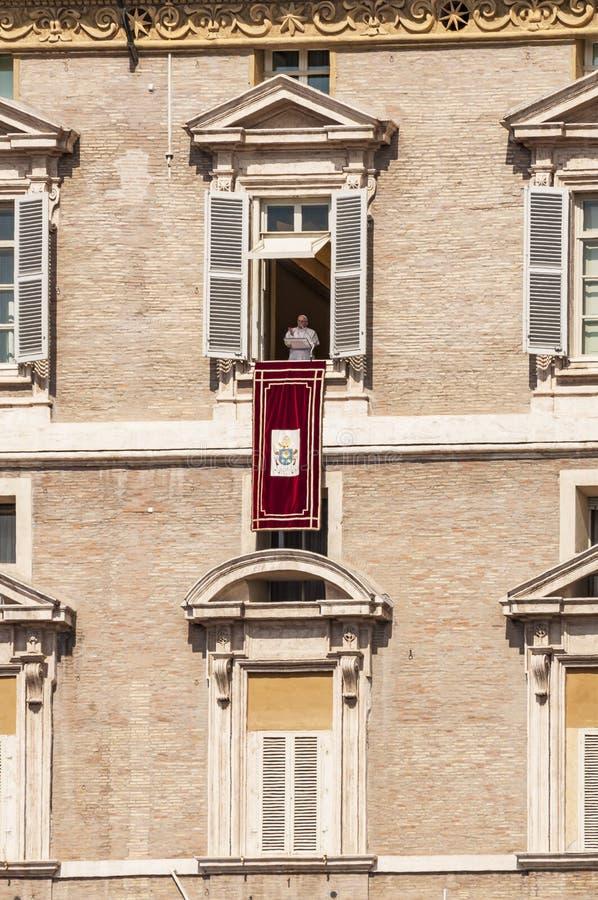 Papst Angelus in Vatikan stockfotos