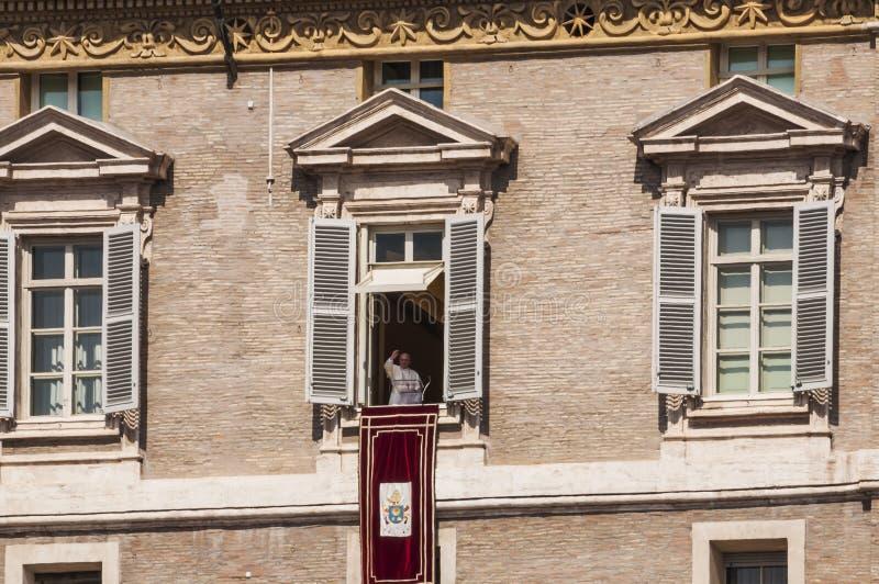Papst Angelus in Vatikan stockbild