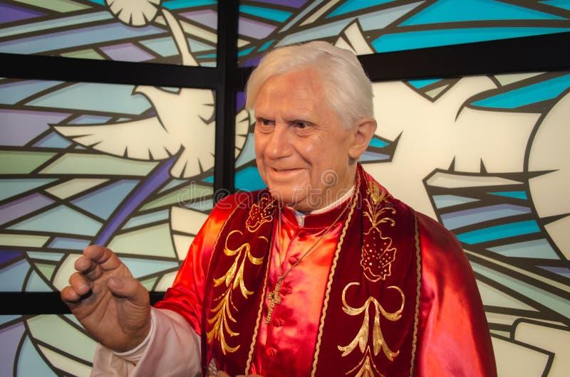 Papst Benedikt XVI. am Wachsmuseum Madame Tussauds in Wien lizenzfreie stockfotos
