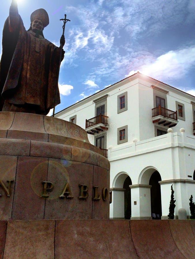 Papstmonument an ¡ Guatemala Paseo Cayalà stockbild