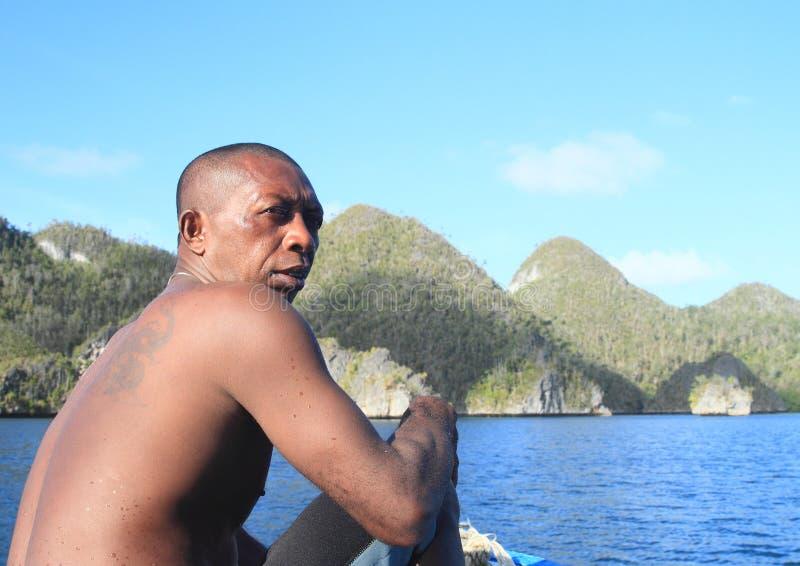 Papuan指南在Wayag 免版税库存图片