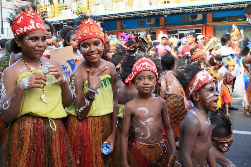 从Papuan部落Kokoda的孩子 库存图片
