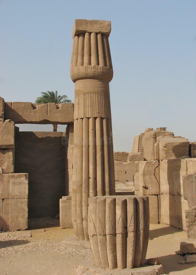 Papyrus-Spalte, Tempel von Karnak, Ägypten stockfotografie