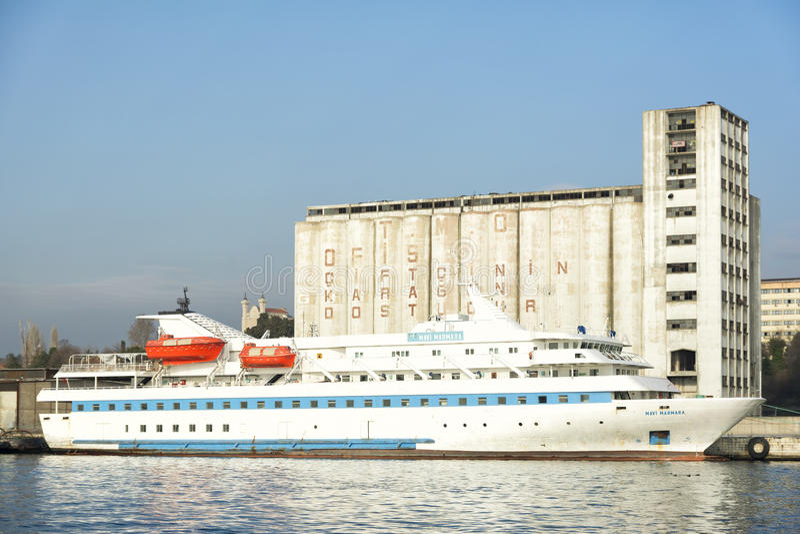Paquebot de système mv Mavi Marmara accouplé au port de Haydarpasa, Istanbul, Turquie image libre de droits
