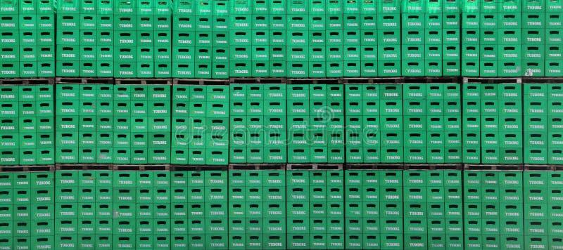 Paquet de bière de Tuborg dans l'usine images stock
