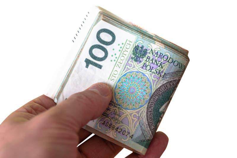 Paquet de 100 billets de banque de zloty dans la main d'un jeune homme Fin vers le haut photographie stock libre de droits
