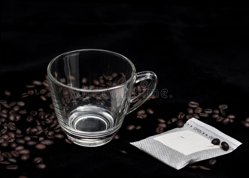 Paquet de café d'égouttement images libres de droits