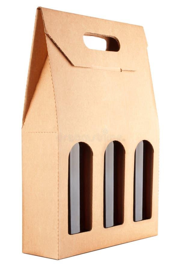 Paquet de carton avec trois bouteilles de vin image stock