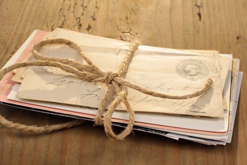 Paquet de lettres image stock