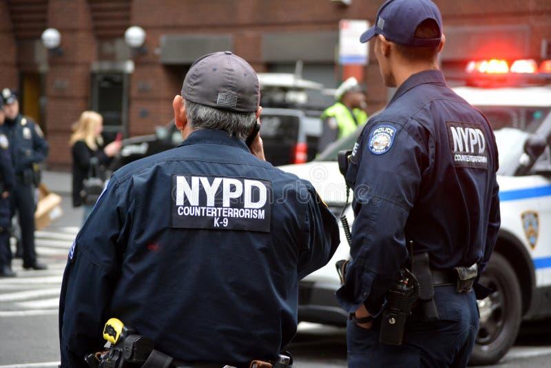 Paquet méfiant à New York City image libre de droits