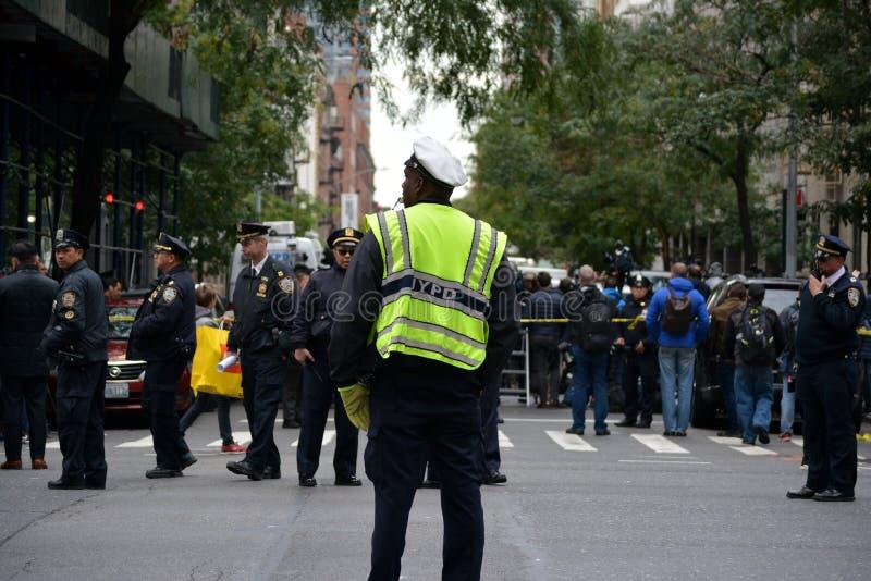 Paquet méfiant à New York City photographie stock