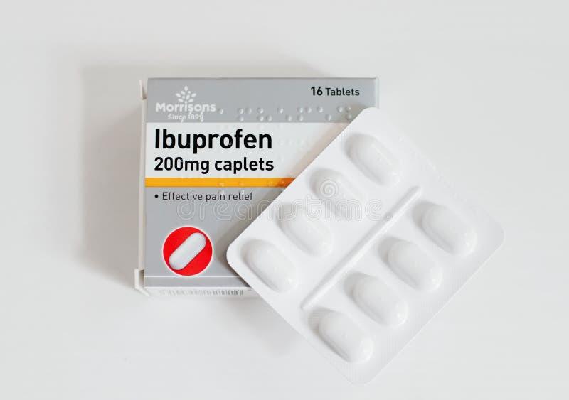 Paquete de calmantes del ibuprofen, primer con un paquete de ampolla de tabletas imagen de archivo libre de regalías