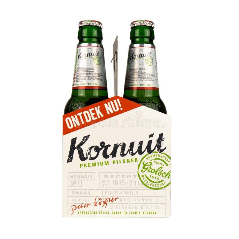 Paquete de la publicidad que contiene dos botellas de cerveza de Grolsch Kornuit foto de archivo libre de regalías