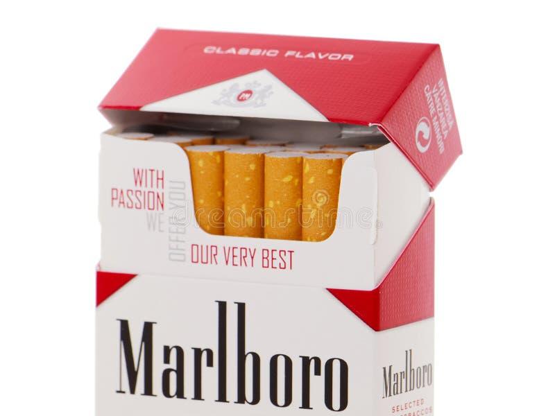 Paquete de los cigarrillos de Marlboro, hecho por Philip Morris imagen de archivo libre de regalías