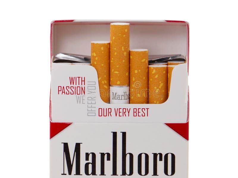 Paquete de los cigarrillos de Marlboro, hecho por Philip Morris fotos de archivo libres de regalías