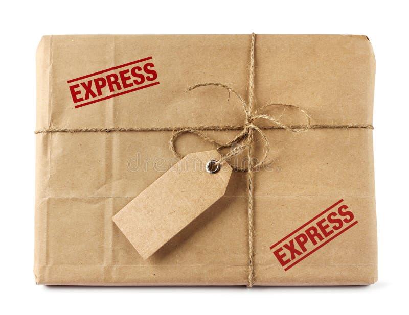 Paquete del reparto del correo de Brown con la etiqueta fotos de archivo libres de regalías