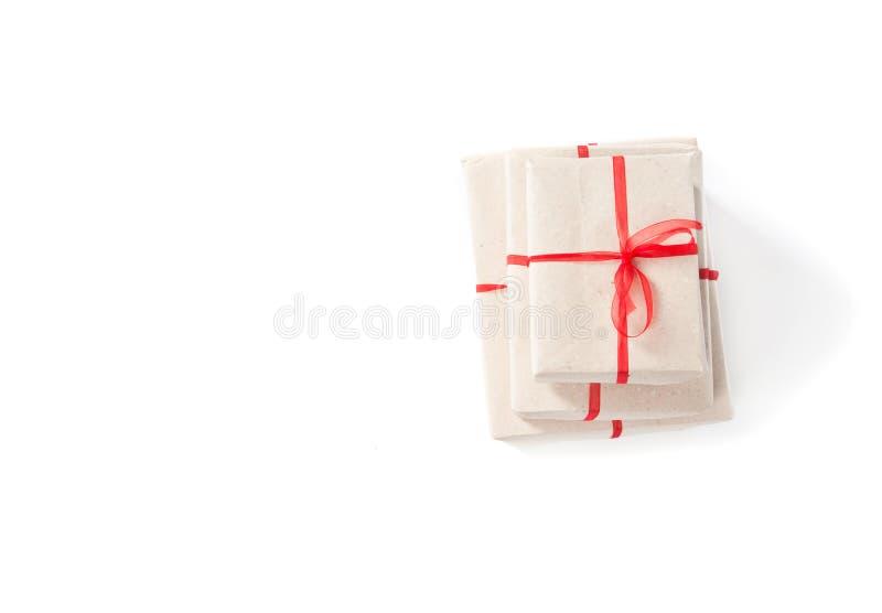 Paquete envuelto con el papel marrón fotografía de archivo libre de regalías