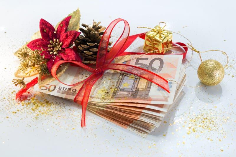 Paquete euro para la Navidad del regalo fotos de archivo