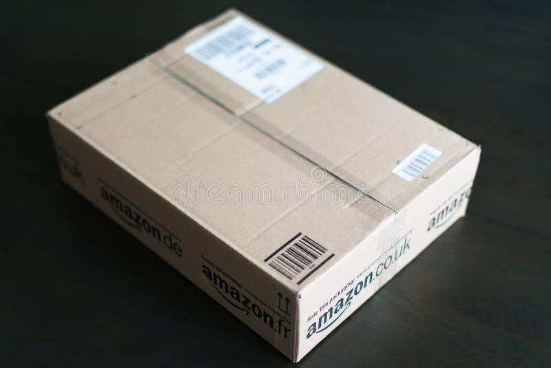 Paquete que espera en el país fotos de archivo libres de regalías