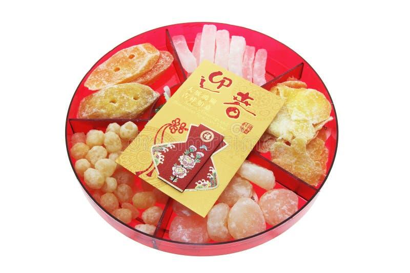 Paquete rojo y delicadezas chinas del Año Nuevo imagen de archivo