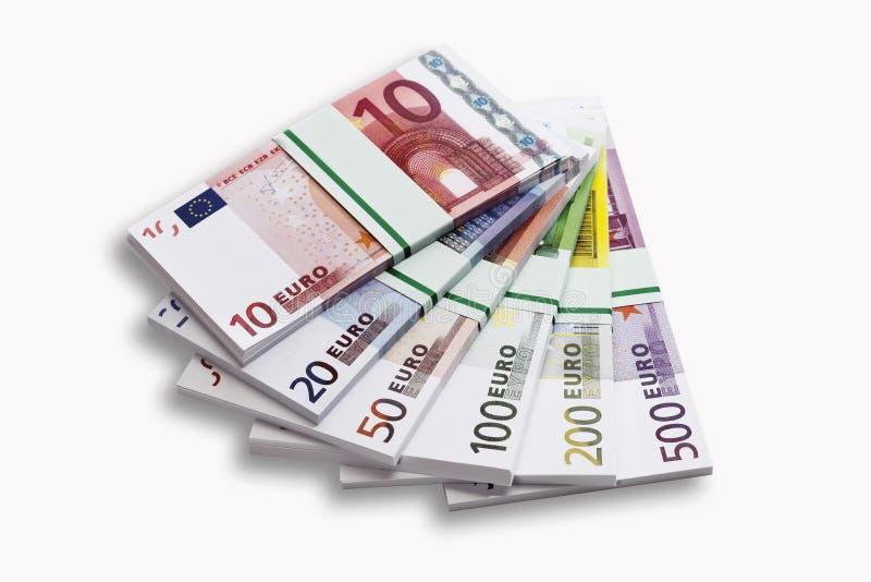 Paquetes de billetes de banco euro en el fondo blanco, primer foto de archivo