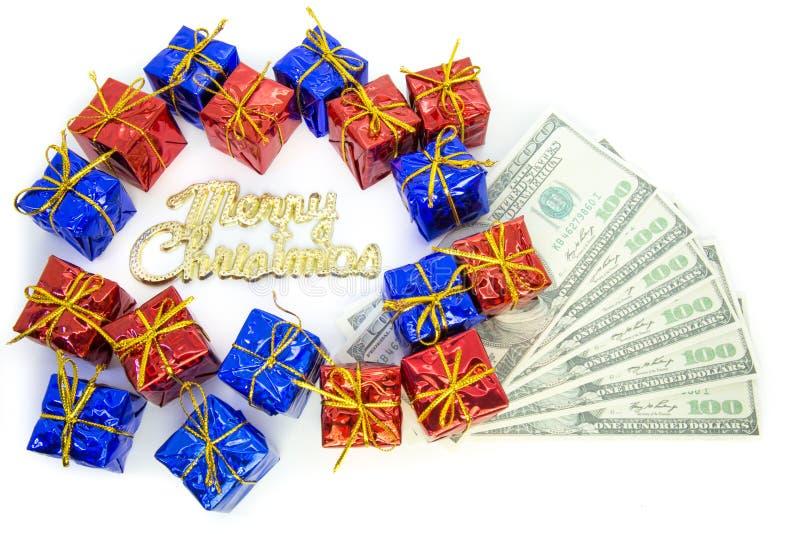 Paquetes de la Navidad con el dólar fotos de archivo