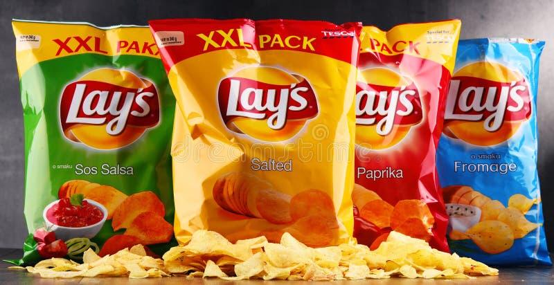 Paquetes de patatas fritas de las endechas foto de archivo