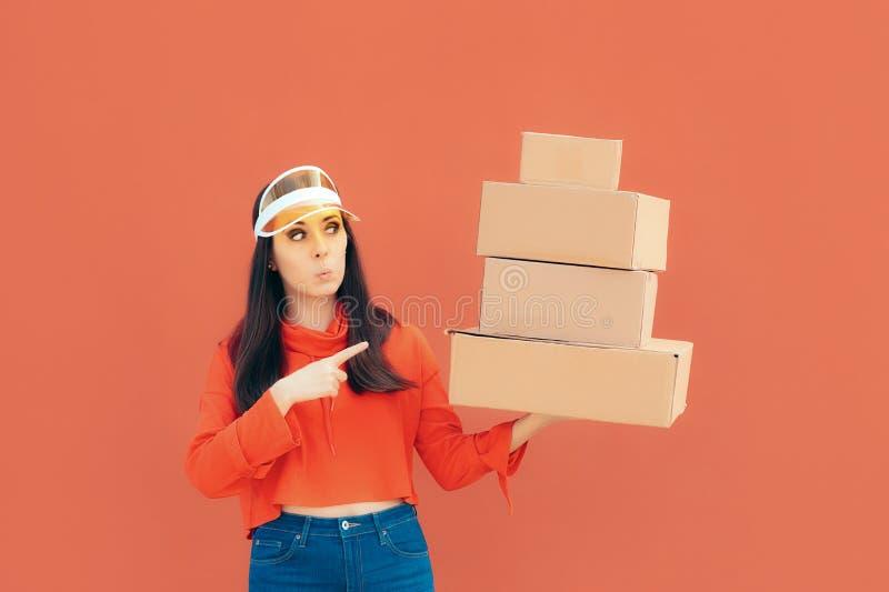 Paquetes de Person Holding Many Cardboard Box de la entrega foto de archivo libre de regalías