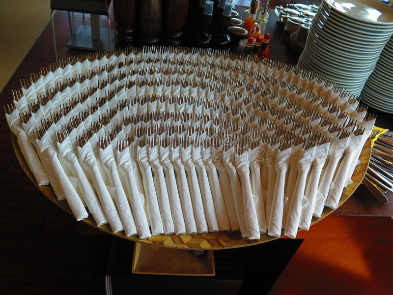 Paquets de couverts dans le restaurant italien image libre de droits