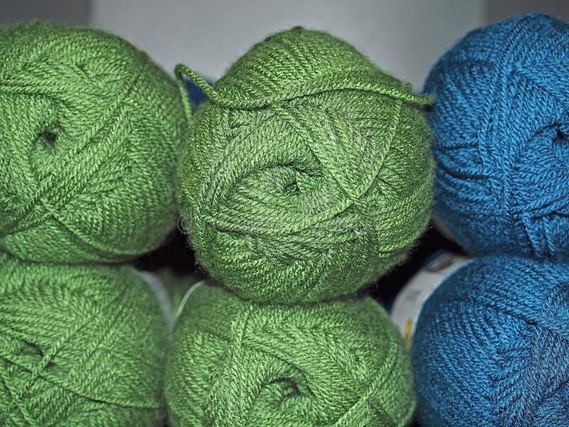 Paquets de laine colorée images libres de droits