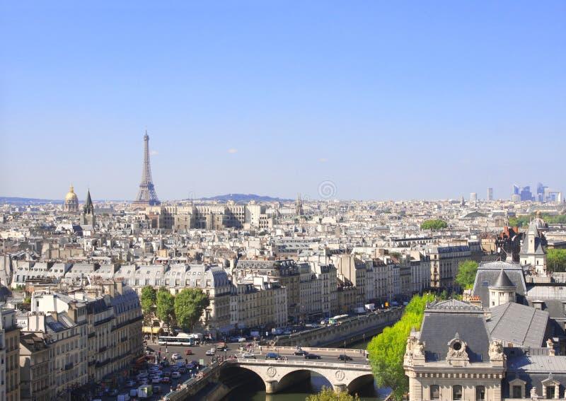 París de desatención para arriba en Notre Dame de Paris, Francia foto de archivo