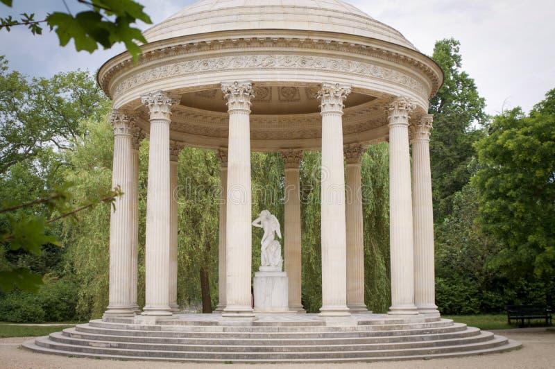 Par s 20 de julio de 2016 el templo de amor jardines de for Jardines 20 de julio bogota