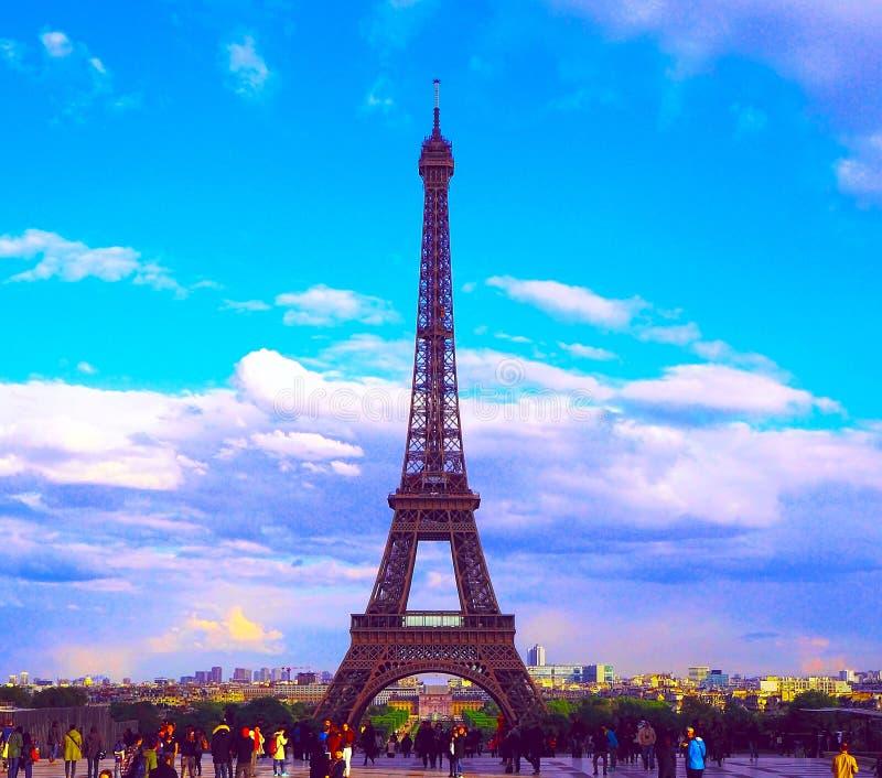 PARÍS, FRANCIA - 27 DE ABRIL DE 2017: Vista de la torre de Effel del cuadrado de Trocadero Plataforma de observación famosa en Pa fotografía de archivo libre de regalías