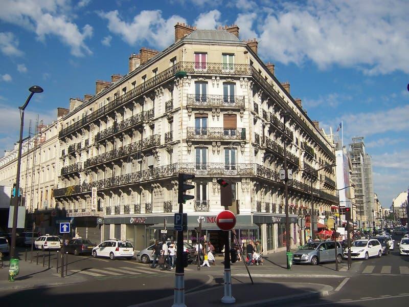 París, Francia 5 de agosto de 2009: edificio histórico hermoso en la calle en el centro de París imagenes de archivo