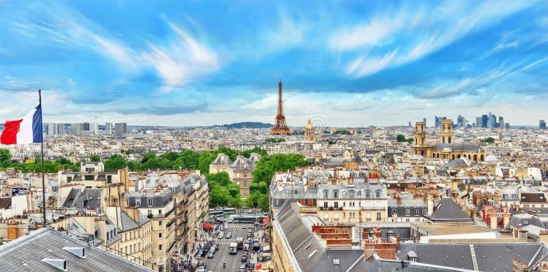 PARÍS, FRANCIA - 5 DE JULIO DE 2016: Vista panorámica hermosa de Pari foto de archivo