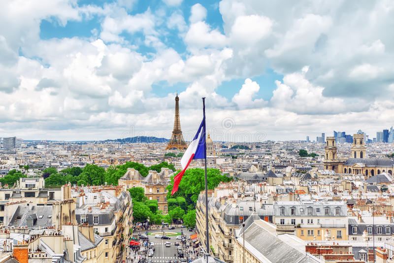 PARÍS, FRANCIA - 8 DE JULIO DE 2016: Vista panorámica hermosa de Pari fotografía de archivo