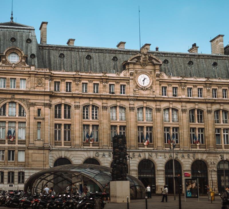París, Francia - 19 de julio, Gare Saint Lazare, ferrocarril fotos de archivo