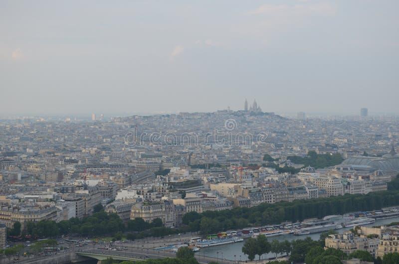 PARÍS, FRANCIA - 29 DE MARZO DE 2014: VISIÓN DESDE TORRE EIFFEL fotografía de archivo